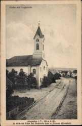 Postcard Singhofen im Taunus, Kirche mit Hauptstraße, Häuser, Glockenturm