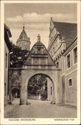 Postcard Wiesenburg in der Mark, Schloss, Blick auf das Männecken Tor, Weg
