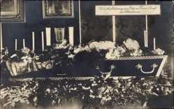 Ak Kaiser Franz Joseph I., Aufbahrung in Schönbrunn, Sarg
