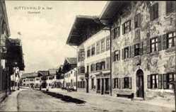 Postcard Mittenwald im Kreis Garmisch Partenkirchen, Straßenpartie im Obermakrt