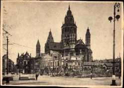 Postcard Mainz in Rheinland Pfalz, Kriegszerstörungen, Kathedrale, Straßenpartie