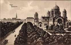 Postcard Riga Lettland, Blick auf die Kathedrale, Straßenpartie, Kutschen