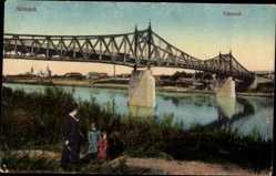 Postcard Szolnok Sollnock Ungarn, Tiszahid, Blick auf eine Brücke, Frau mit Kindern