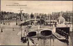 Postcard Leiden Südholland Niederlande, Blauwpoortsbrug met Beestenmarkt, Brücke