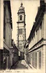Ak Cambrai Nord, Le Beffroi, Straßenpartie mit Blick auf den Glockenturm