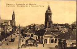 Postcard Białystok Ostpreußen, Marktstraße mit Stadtuhr, Kirchturm, Passanten