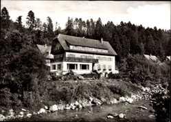 Postcard Schönmünzach Schwarzwald, Hotel Pension Klumpp, Flusspartie