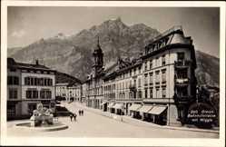 Postcard Glarus Stadt Schweiz, Blick in die Bahnhofstraße mit Wiggis, Brunnen