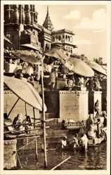 Postcard Varanasi Benares Indien, Holy Ganges, Religiöse Waschung am Fluss