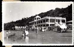 Ak Maputo Mosambik, Strandpartie, Liegestühle, Kinder, Gebäude