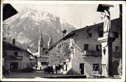 Postcard Telfs Tirol Österreich, Straßenpartie mit Blick auf Kirche, Brunnen, Berg