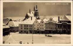 Postcard Klatovy Klattau Reg. Pilsen, Namesti S Bilou Vezi, Kirche im Winter
