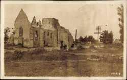 Foto Ak Foucaucourt Somme, Kriegszerstörungen, Blick auf eine Ruine