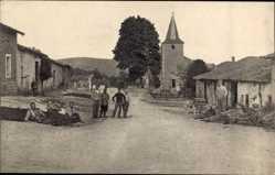 Postcard Chaumont Haute Marne, Straßenpartie im Ort, Soldaten, Kirche