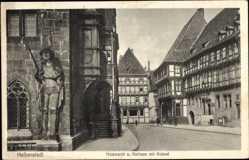 Postcard Halberstadt in Sachsen Anhalt, Holzmarkt, Rathaus und Roland, Fachwerkhäuser