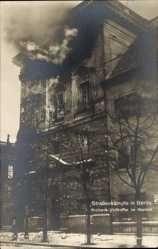 Postcard Berlin Mitte, Straßenkämpfe November 1918, Volltreffer im Marstall