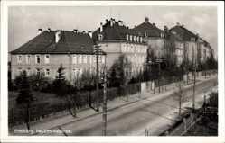 Postcard Freiberg Mittelsachsen, Straßenpartie vor der König Friedrich August Kaserne