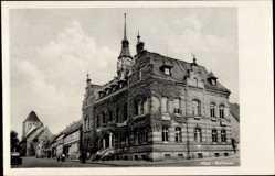Postcard Luftkurort Plau am See, Straßenpartie mit Blick auf das Rathaus