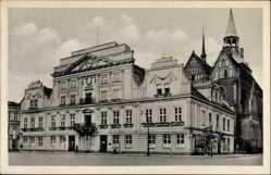 Postcard Güstrow im Kreis Rostock, Straßenpartie mit Blick auf das Rathaus