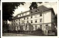 Postcard Ostseebad Kühlungsborn, Straßenpartie mit Blick auf das BVG Heim