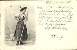 Postcard Frau in Tracht mit Rechen, Ensthalerin, Schürze, Tuch, Hut