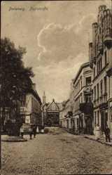 Postcard Perleberg, Blick in die Poststraße, Passanten, Pflaster, Turm, Denkmal