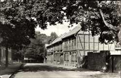 Postcard Schwanebeck Harz, Blick in die Kapellenstraße, Fachwerkhaus, Mauer