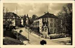 Postcard Bad Elster im Vogtland, Haus Wolf und Rheumaklinik, Straßenpartie