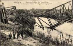 Ak Tschernjachowsk Insterburg Ostpreußen, Zerstörte Angerappbrücke, Soldaten