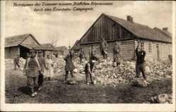 Ak Forträumen der Trümmer in einem Städtchen Ostpreußens durch Eisenbahn Comp.