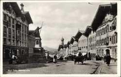 Postcard Bad Tölz im Isartal Oberbayern, Die Marktstraße mit Denkmal
