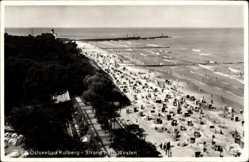 Ak Kołobrzeg Kolberg Pommern, Strand nach Westen, Strandkörbe