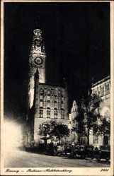 Postcard Gdańsk Danzig, Das Rathaus bei Nachtbeleuchtung