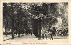 Postcard Herford in Nordrhein Westfalen, Wilhelms Platz mit Schiller Denkmal