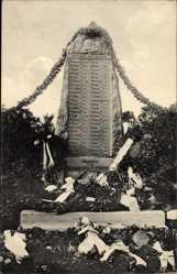 Ak Edderitz Südliches Anhalt, Beschmücktes Kriegerdenkmal
