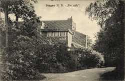 Postcard Bergen Nordholland Niederlande, De Ark, Wegpartie mit Blick auf Gebäude