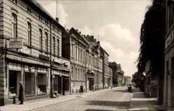 Ak Falkenberg an der Elster, Die Walter Rathenau Straße mit Geschäften