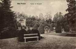 Ak Polczyn Zdrój Bad Polzin Pommern, Partie im Kurpark, Sitzbank