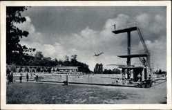 Postcard Leuna an der Saale, Partieim Waldbad, Turmspringer, Schwimmbecken