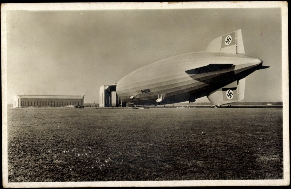 ansichtskarte postkarte lz 130 graf zeppelin ii luftschiff auf dem feld. Black Bedroom Furniture Sets. Home Design Ideas
