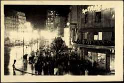 Postcard Belgrad Serbien, Innenstadt bei Nacht, Straßendekor