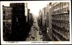 Ansichtskarte / Postkarte Melbourne Australien, Elizabeth Street, Straßenansicht, Nestle's Werbung