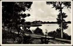 Ak Mühlbock Ostbrandenburg, Blick über den See auf den Ort