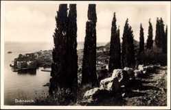 Postcard Dubrovnik Kroatien, Blick vom Hügel auf die Stadt, Zypressen