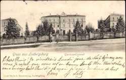 Postcard Ludwigsburg, Straßenpartie mit Blick auf Garnisonlazarett, Soldaten