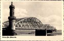 Ansichtskarte / Postkarte Riesa in Sachsen, Blick entlang der Elbbrücke, Brückenturm