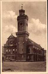 Ak Schwiebus Ostbrandenburg, Straßenpartie mit Blick auf das Rathaus