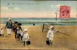 Ak Frankreich, Les petits Travailleurs de la Mer, Kinder am Strand