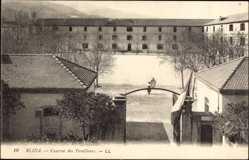 Ak Blida Algerien, Caserne des Tirailleurs, Blick auf die Kaserne, Eingang