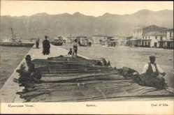 Postcard Itea Griechenland, Quai, Fischer flicken Fangnetze im Hafen